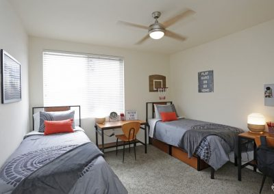 Bedroom With Two Beds At Paseo Place